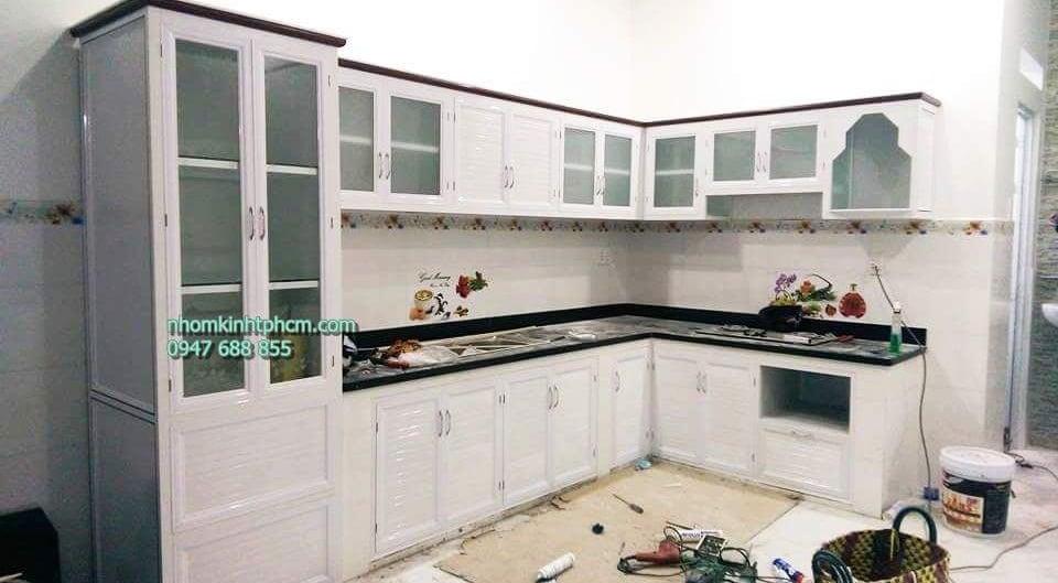 Bộ tủ bếp nhôm kính sơn tĩnh điện trắng sữa