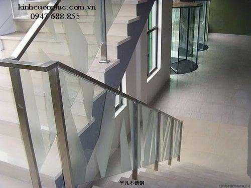 cau thang kinh tay vin inox 4 - Cầu thang kính tay vịn gỗ đẹp