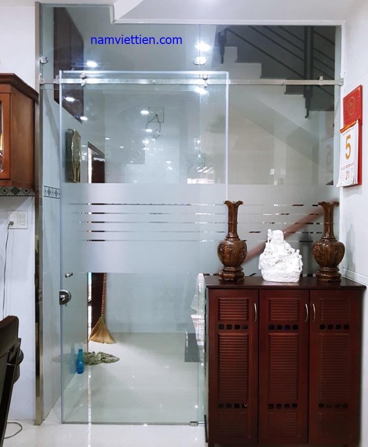 cua kinh lua 1 canh - Cửa kính thủy lực