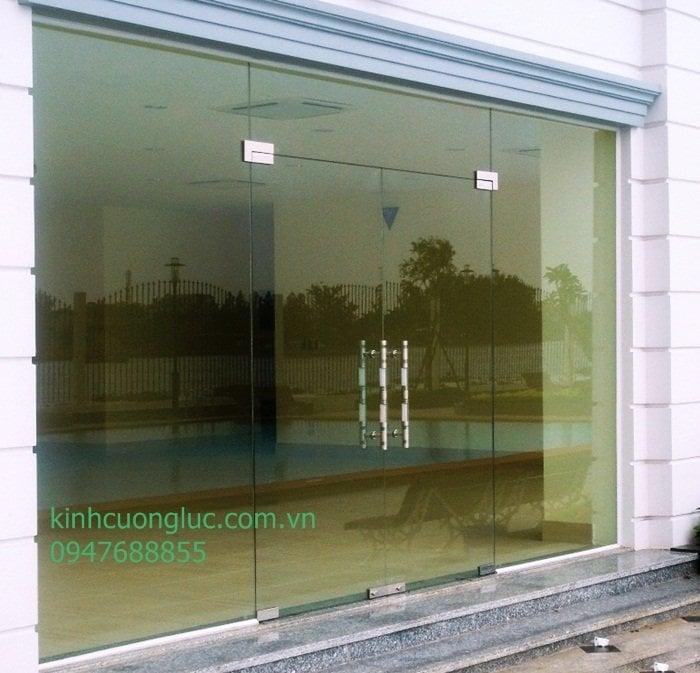 cua kinh ban le san 10 1 - Mẫu cửa bản lề sàn kính cường lực đẹp giá rẻ