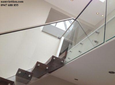 june glass 10 stairs e1596363994630 - Báo giá cầu thang kính cường lực