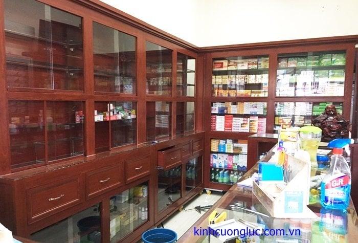 thi công lắp đặt tủ bán thuốc tây nhôm kính