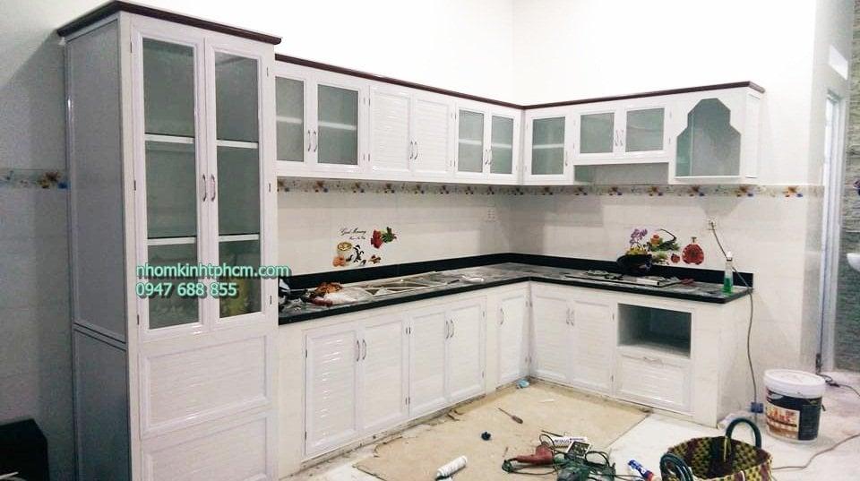 Tủ bếp nhôm kính giả gỗ, tủ bếp nhôm kính vân gỗ, tủ bếp nhôm kính sơn tĩnh điện đẹp giá rẻ tphcm