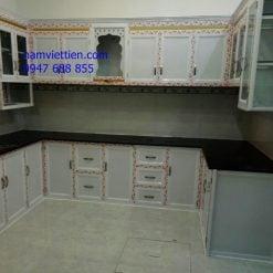 mẫu tủ bếp nhôm kính vân gỗ HCM