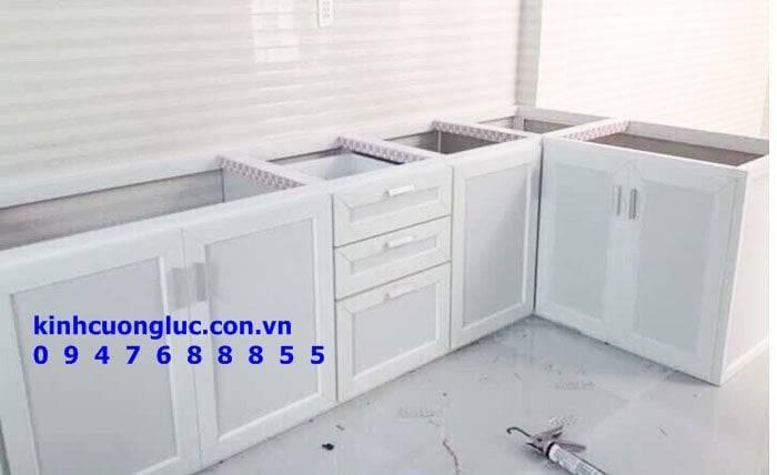 Tủ bếp nhôm kính vân gỗ cao cấp nam việt tiến tại cà mau