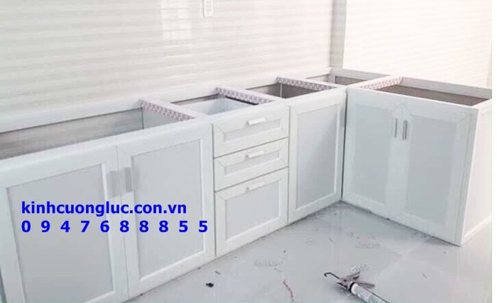 Mẫu tủ bếp nhôm kính sơn tĩnh điện cao cấp nam việt tiến