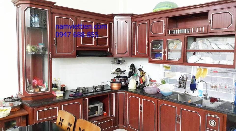 mẫu tủ bếp nhôm kính giả gỗ đẹp