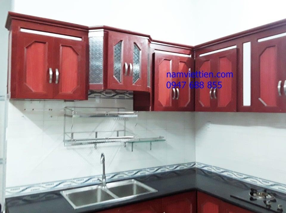 Làm tủ bếp nhôm kính vân gỗ giá rẻ HCM
