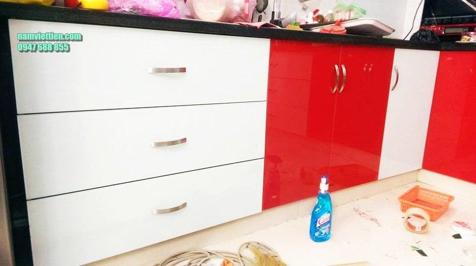 kính sơn màu ốp bếp