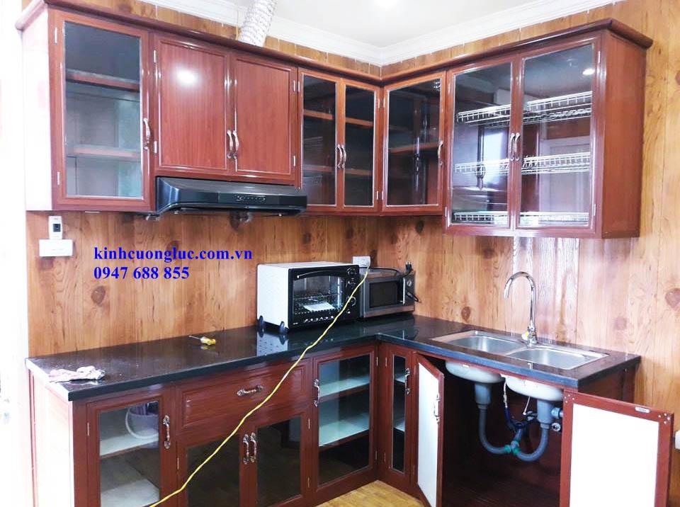 Tủ bếp nhôm kính vân gỗ đẹp giá rẻ HCM