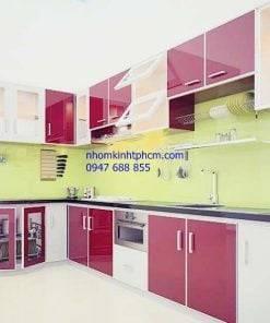 thiết kế tủ bếp bằng nhôm kính