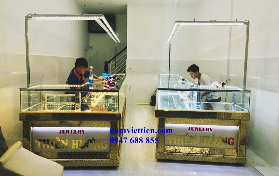Tủ bán vàng trang sức nhôm kính