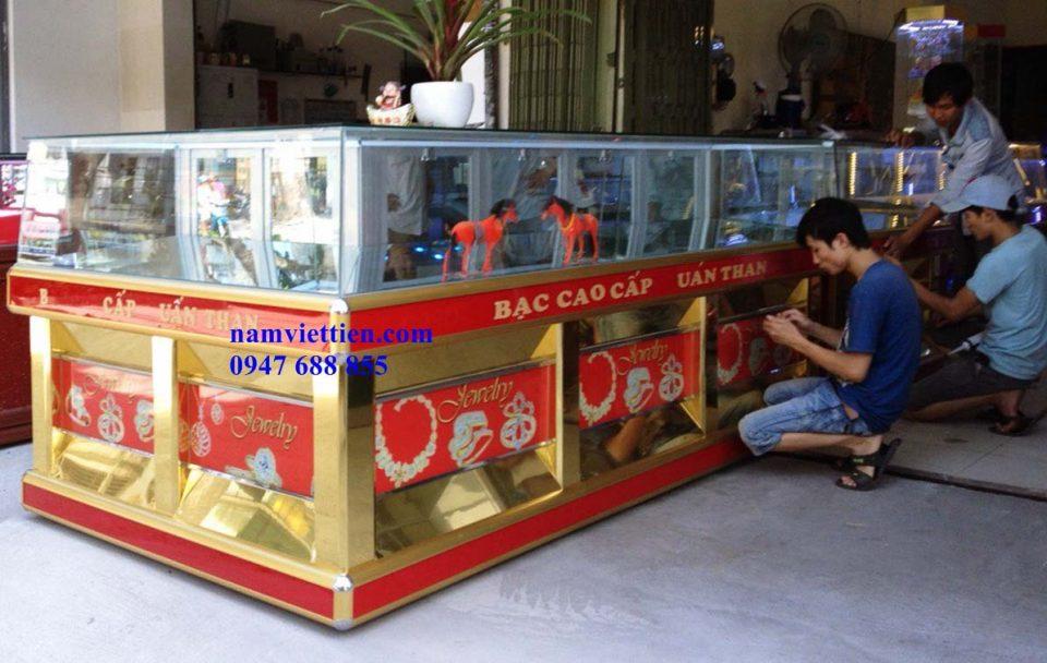 TU VANG 8 2 - Tủ trưng bày trang sức bằng nhôm